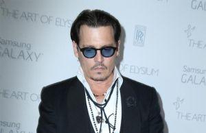 En medio del escándalo, la hija de Johnny Depp defiende a su padre