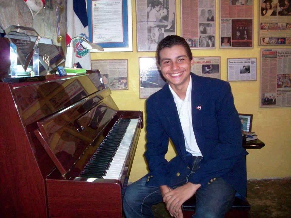 Josué K. Núñez  es el único miembro de su familia que toca un instrumento
