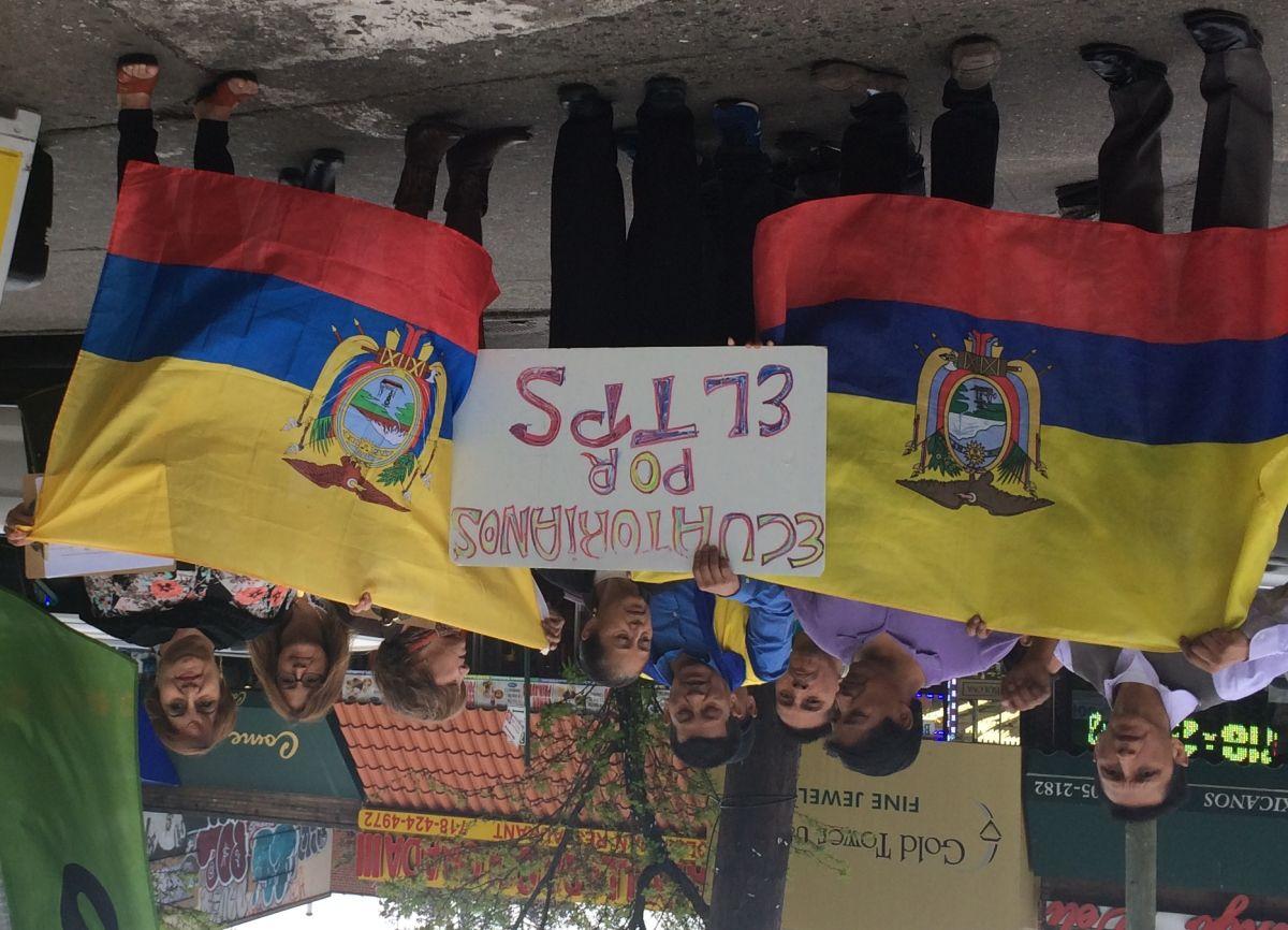 Los inmigrantes ecuatorianos ha recogido firmas para pedir a los funcionarios electos que respalden el TPS.