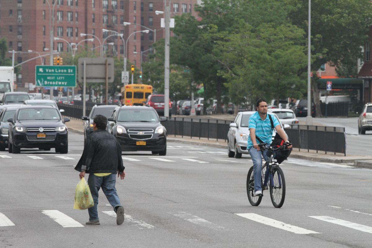 La inclusión de vías para ciclistas fue un punto controversial en la votación del plan para Queens Boulevard.
