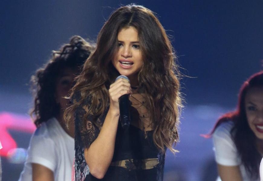 Video: Selena Gómez detiene un concierto por culpa de Justin Bieber