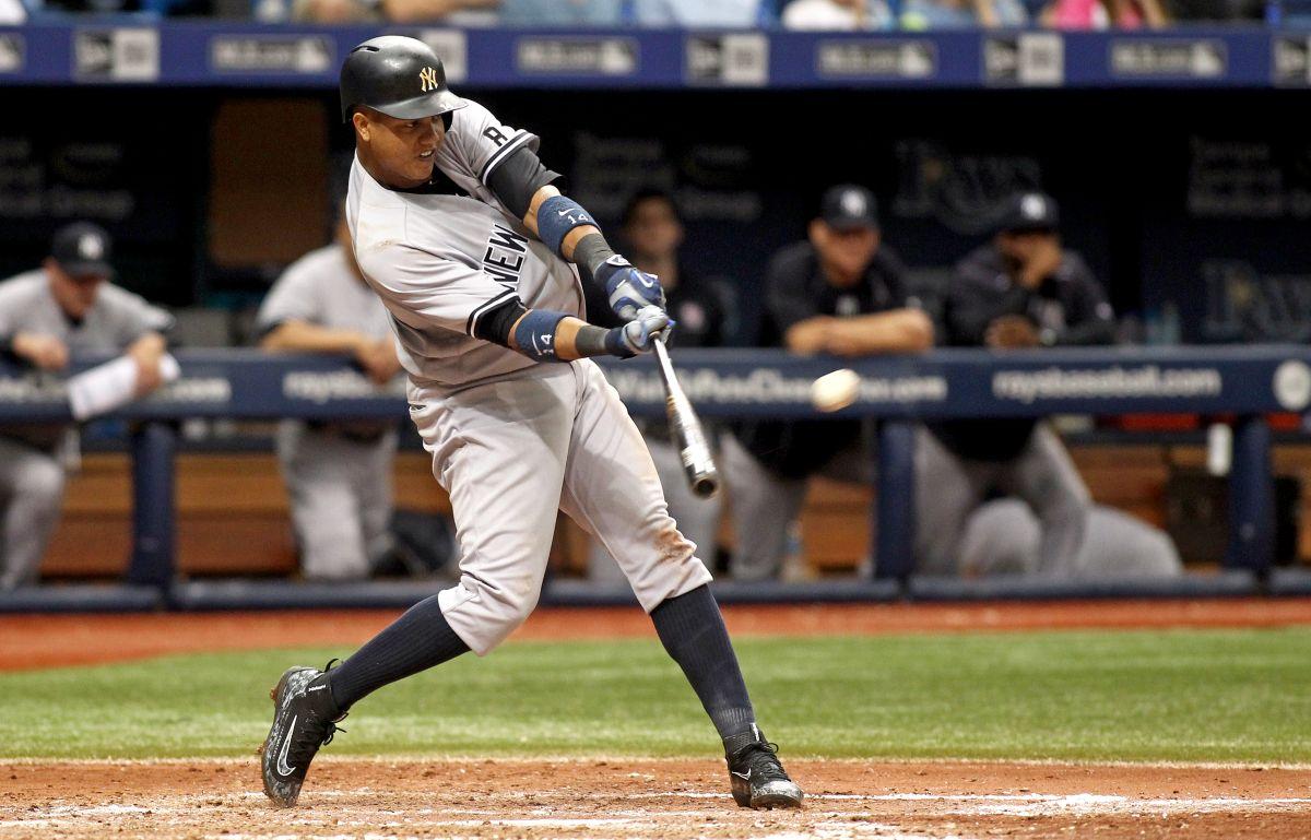Starlin Castro conecta un home run de dos carreras al pitcher Odorizzi.