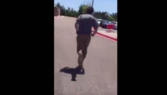 Pervertido huye de tienda Target tras ser confrontado y grabado por mujer