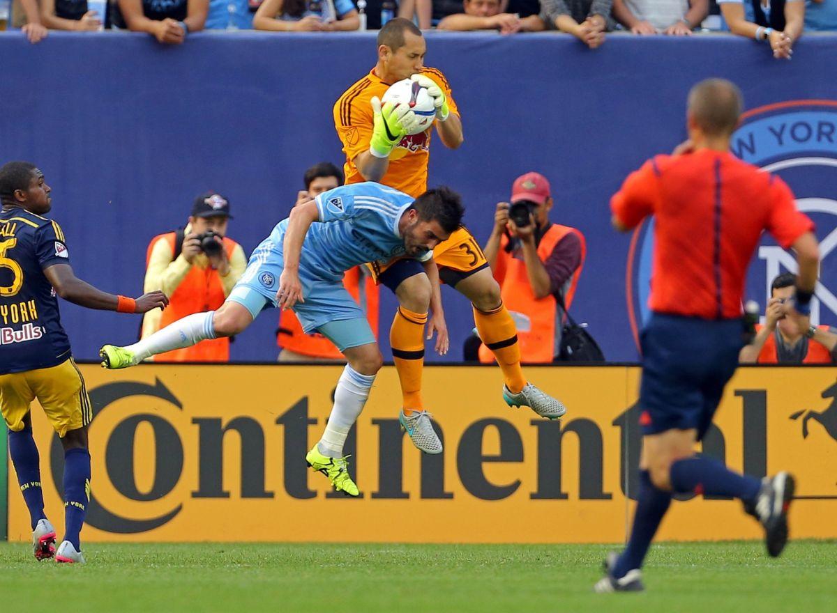 David Villa y Luis Robles vuelven a medirse en Yankee Stadium. USA Today Images.