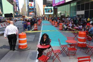 Desde hoy funcionan zonas limitadas para muñecos de Times Square
