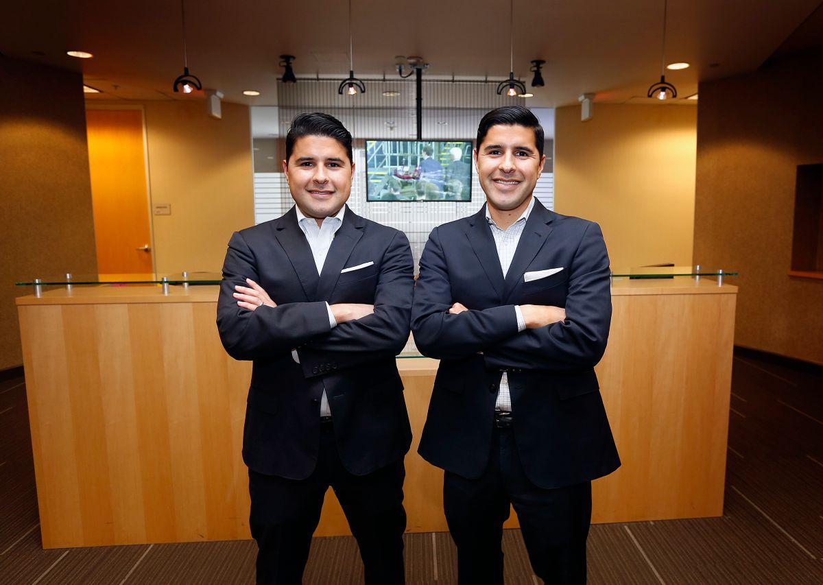 06/16/16/ LOS ANGELES/Kenny (derecha) y Sean Salas, hermanos gemelos mexicanos que tienen la empresa Camino Financial en Glendale.  (Foto Aurelia Ventura/ La Opinion)