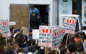 Policía que mató a afroamericano desarmado condenado a prisión
