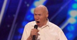 Video: ¡Abuelo de 82 años arrasa en las redes cantando heavy metal!
