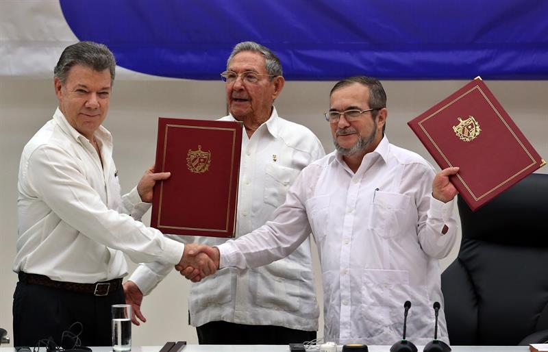 ¡Es real! Gobierno y FARC firman cese al fuego en Colombia
