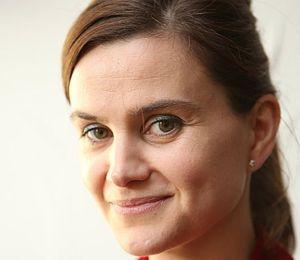 Muere parlamentaria británica que fue atacada a tiros y apuñalada