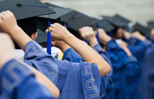 Miles de estudiantes son orientados por graduados de NYU para elegir universidad