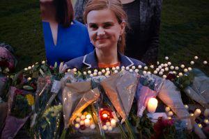 Muere legisladora británica atacada a tiros y apuñalada