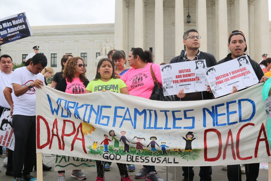 Fallo del Tribunal Supremo movilizará el voto hispano, aseguran activistas e inmigrantes