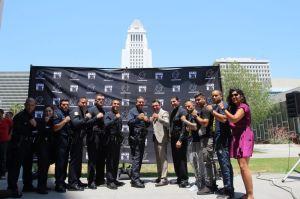El LAPD da y recibe golpes en el ring para una buena causa