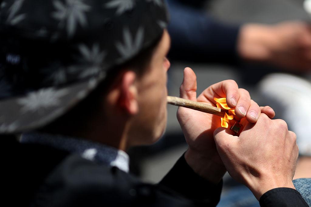 Disminuyen en 91% los procesamientos por marihuana en Brooklyn