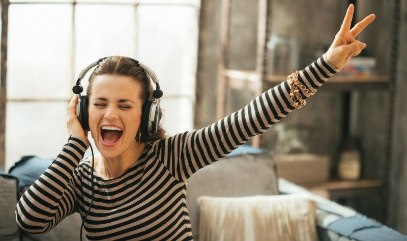 El mal irreversible que la música a todo volumen causa a tus oídos