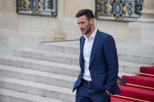 El capitán de la selección francesa rompe en llanto en el tributo de Niza