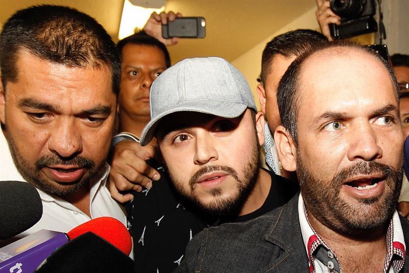El cantante fue detenido en Guadalajara, Jalisco pero salió bajo fianza.