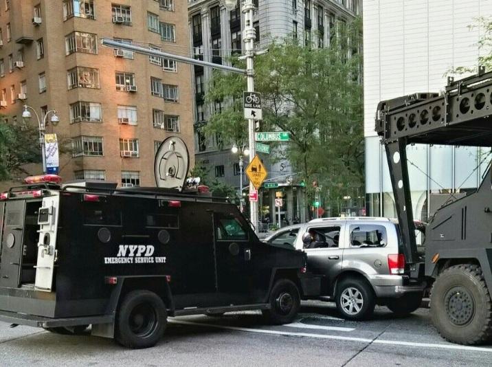 Detienen hombre que lanzó bomba falsa a policías en Columbus Circle