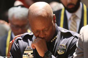 Jefe de policía de Dallas parece ser perseguido por tragedias