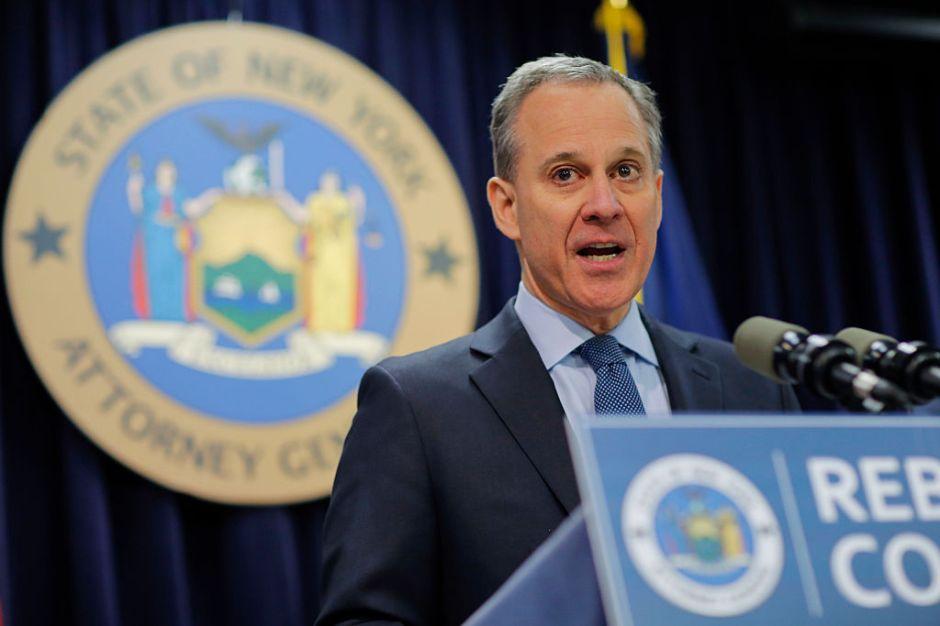 Eric Schneiderman renuncia como fiscal de NY tras acusaciones de abuso físico