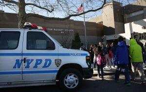 Baja índice de delitos escolares en un 35% en NYC
