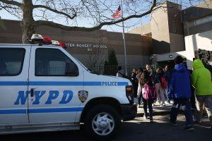 Dos adolescentes acusados de emboscada fatal a alumno saliendo de clases en Nueva York