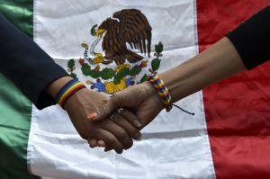 Las ola de resistencia para latinos LGBT continúa