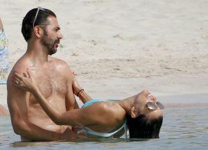 Eva Longoria y Pepe Bastón pillados en una playa nudista