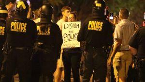 Al menos 77 detenidos por protestas en 18 ciudades de EEUU