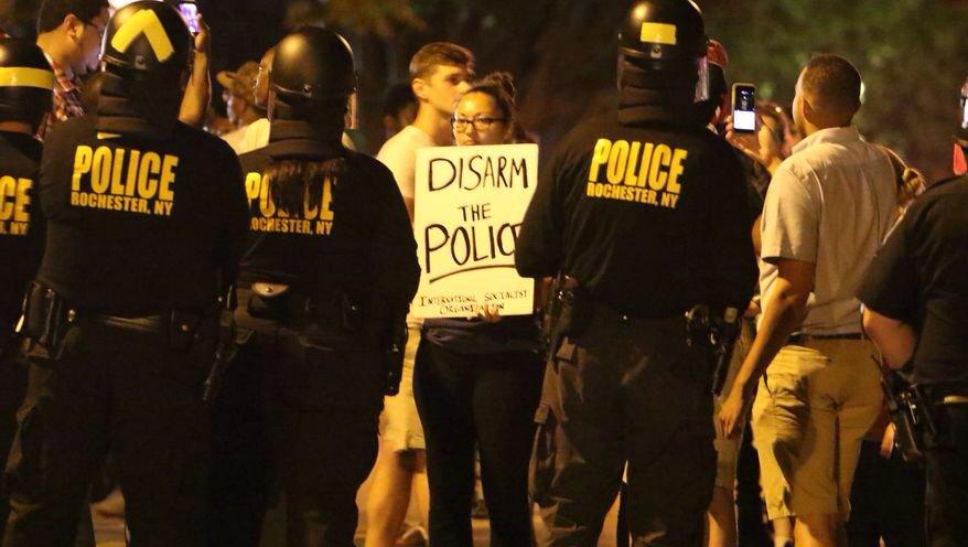 Manifestantes en una protesta en Rochester, NY.