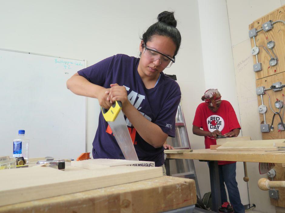 Mujeres son firmes trabajadoras en la industria de la construcción