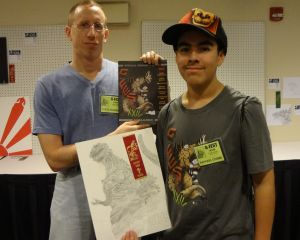 Joven hispano gana primer lugar en el Festival de Godzilla en Chicago