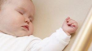 NYC refuerza su campaña para proteger a bebés mientras duermen