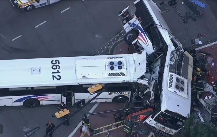 Violento choque de buses causa dos muertos en Nueva Jersey