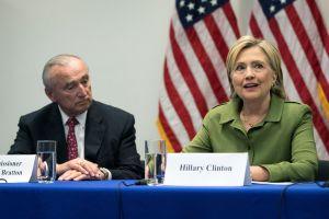 Hillary Clinton discute tensión racial con NYPD