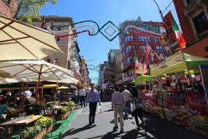 El barrio italiano más popular se viste de gala por San Gennaro