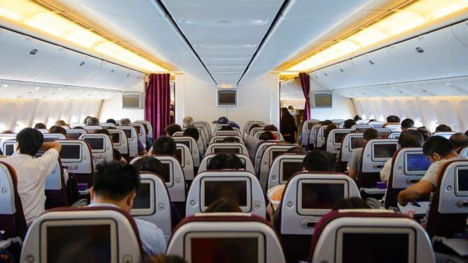 Compra boletos de avión como en una subasta. ¡Tú haces la oferta!