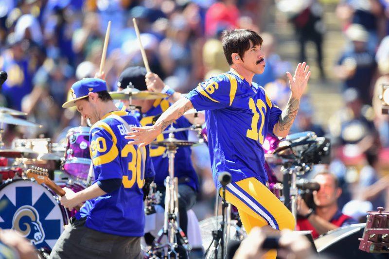 Se vive una fiesta antes del primer juego de los Rams en el Coliseo de Los Ángeles