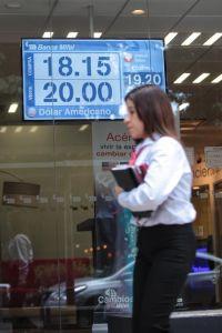 El peso mexicano se mueve a ritmo electoral