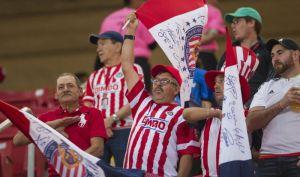 Investigarán a afición de Chivas por insultos racistas