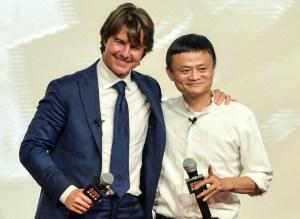 El empresario chino no duda en rodearse de famosos para promocionar sus negocios.