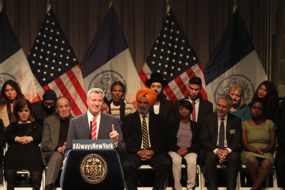 El alcalde Bill de Blasio habla en Cooper Union a todos los neoyorquinos a no tener miedo por el discurso del presidente electo Donald Trump.