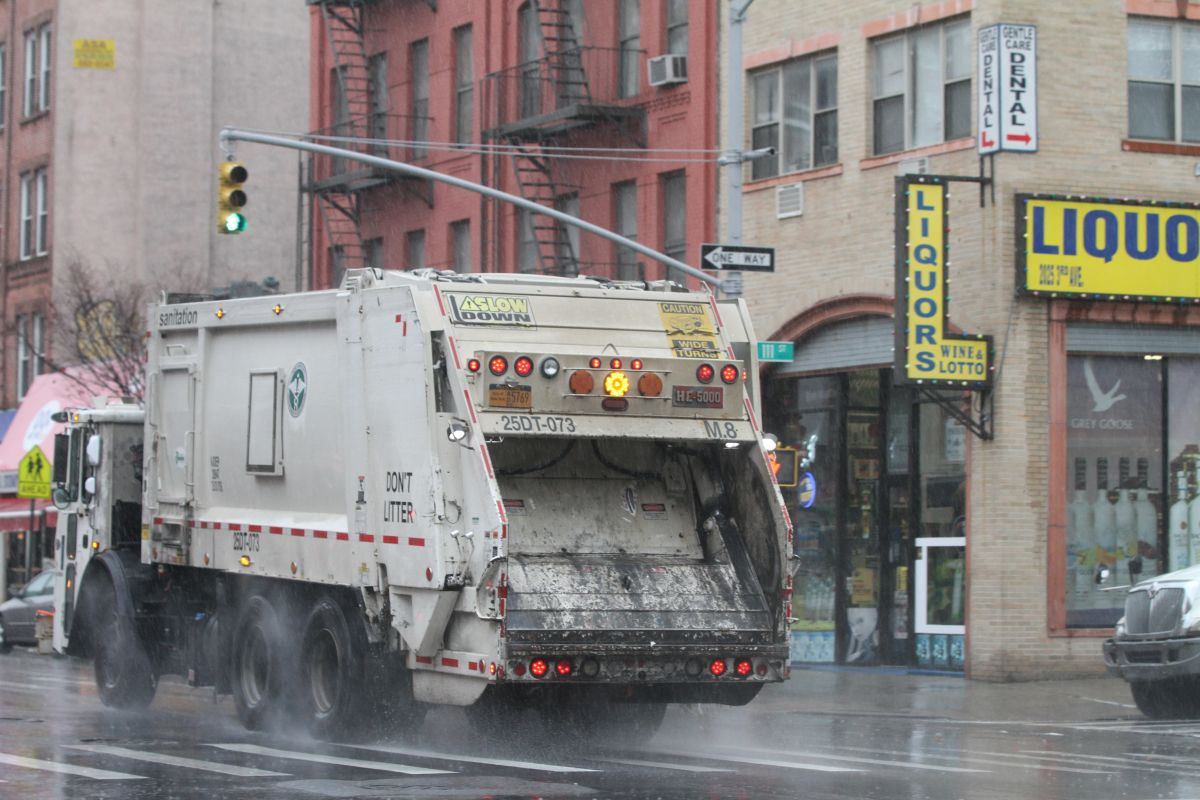 La recolección de basura en los barrios de Nueva York fue afectada por la nevada