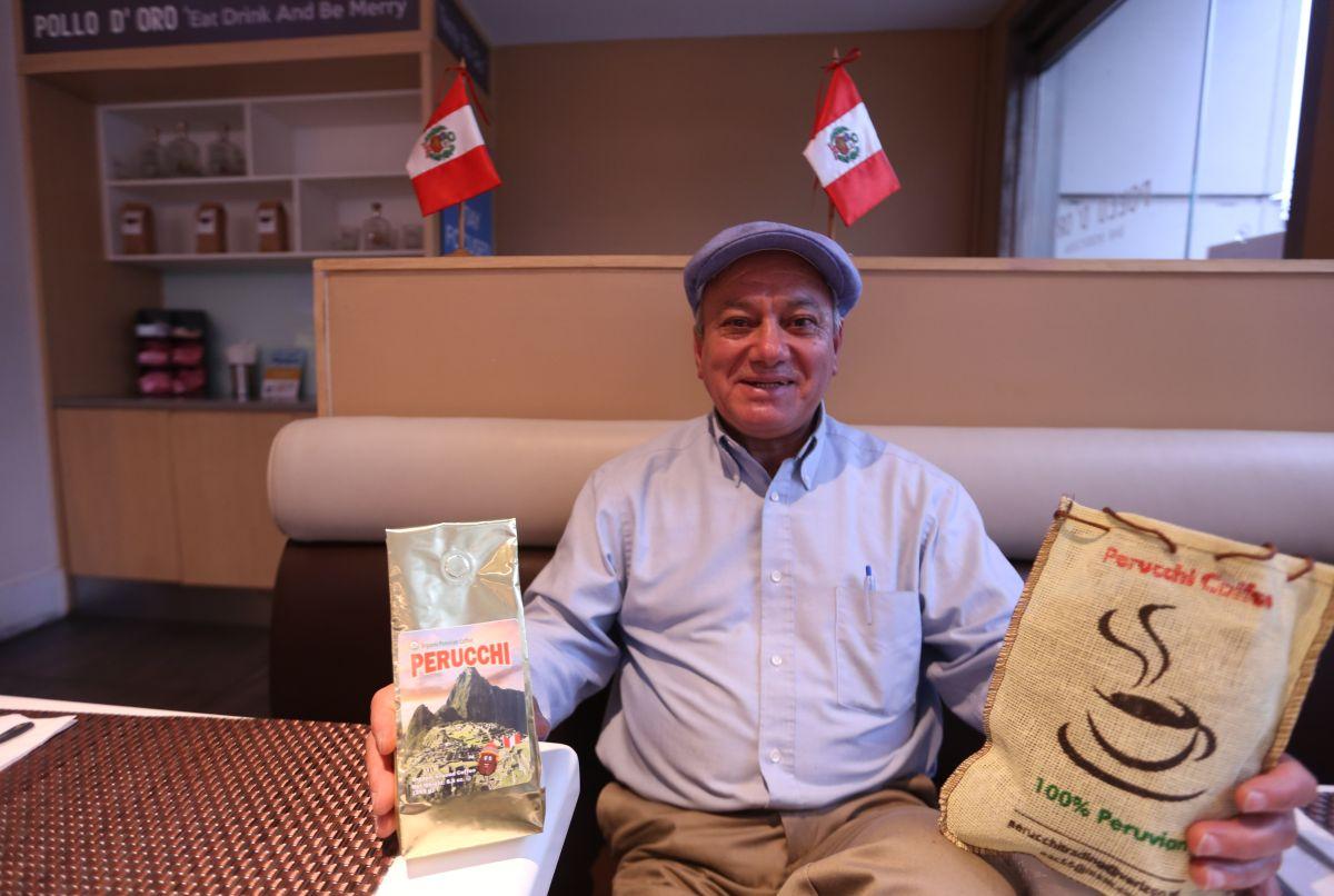 Oswaldo Aguilar, manager de Perucchi Trading, importa cafe de Peru ./Mariela Lombard