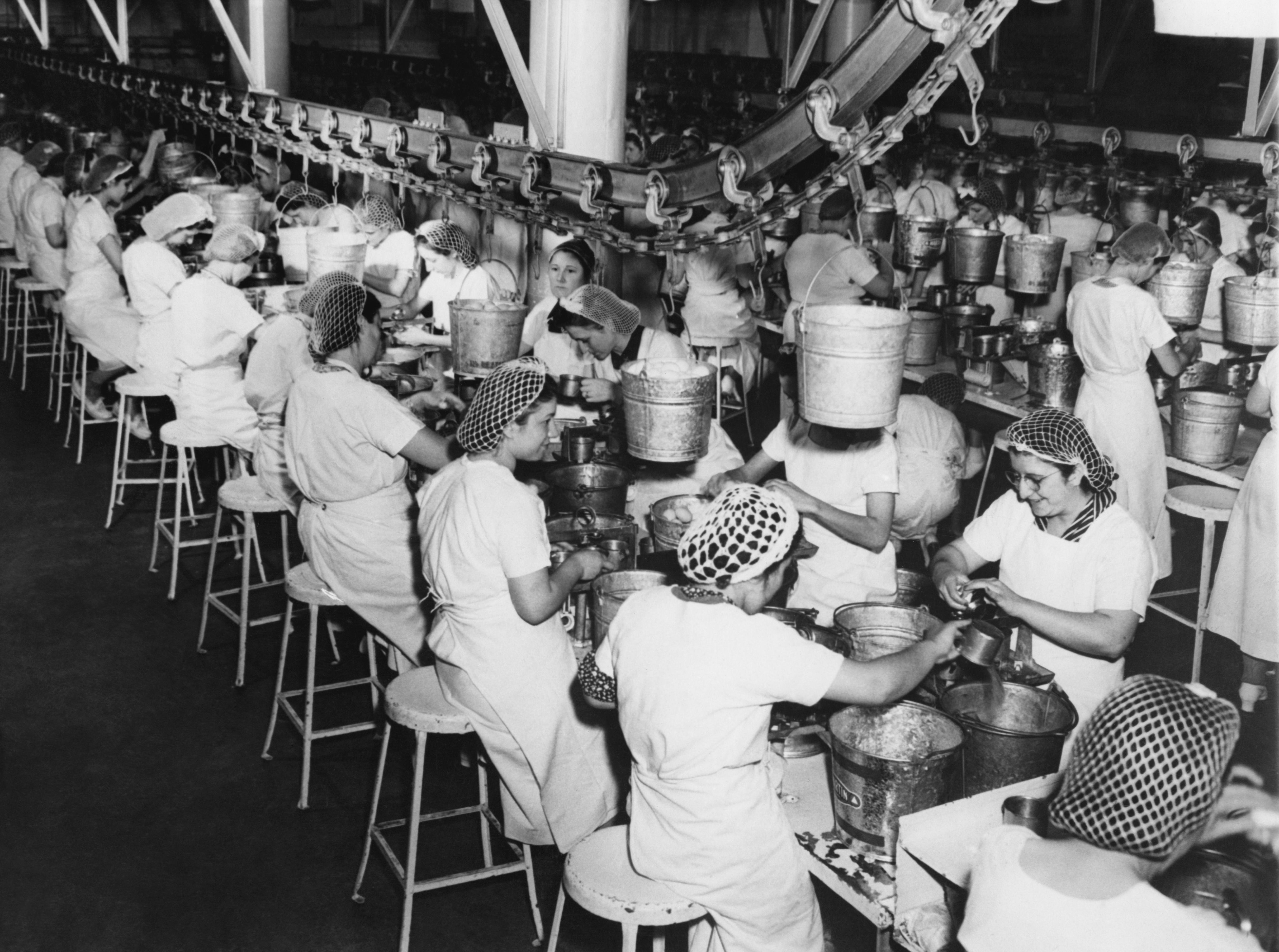 Las fábricas fueron el pilar de buena parte de la clase media. La mayor automatización y la migración a países más competitivos ha cambiado la industria./Shutterstock