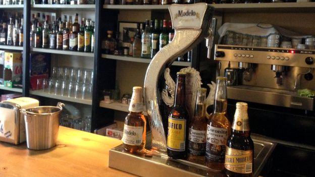 """El pueblo sólo tiene un bar que se llama """"La Cantina"""" y donde se vende las diferentes marcas que produce el grupo Modelo."""