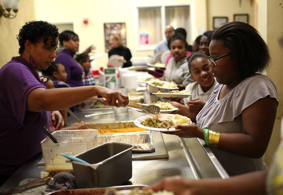 Agradecer en el día de Acción de Gracias y ayudar a los necesitados