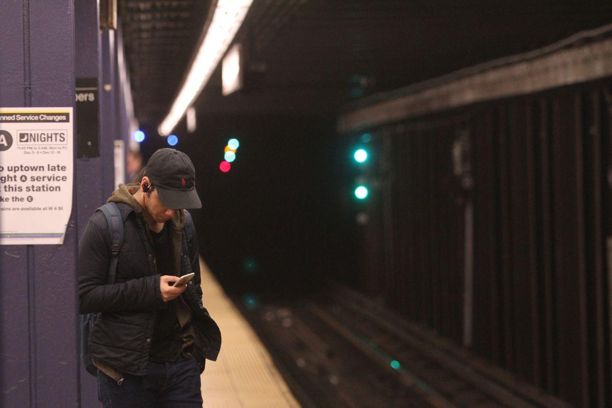 ¿Cómo recuperar objetos que se le han caído en los rieles del Metro?