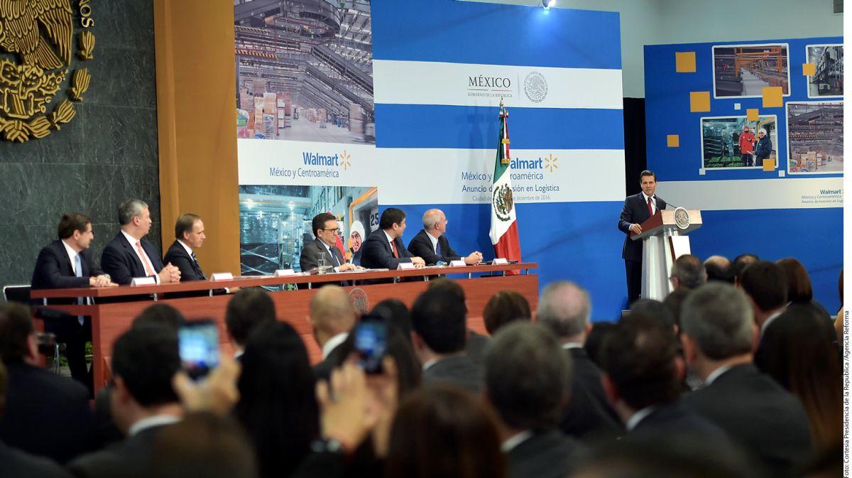 El presidente Enrique Peña Nieto lideró el anuncio de inversión de Walmart en México.